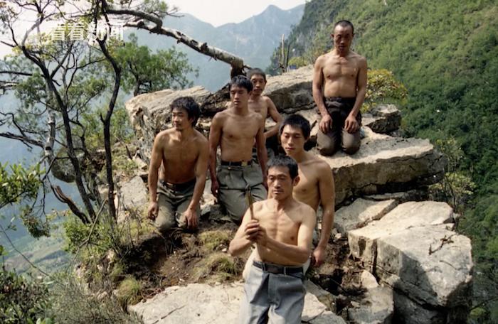 """视频 7年凿出8公里""""天路"""" 重庆下庄村6人献出生命"""