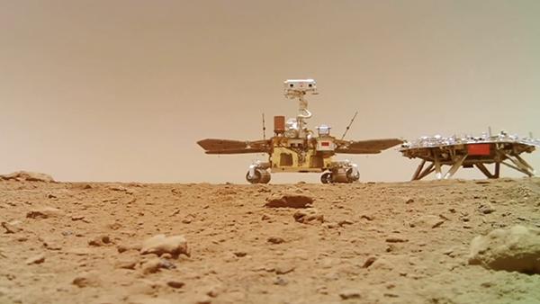 """视频 人类首次获取!""""祝融号""""火星表面移动影像发布"""