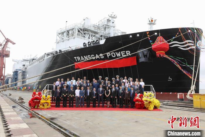 中国首制大型浮式液化天然气储存及再气化装置在上海命名