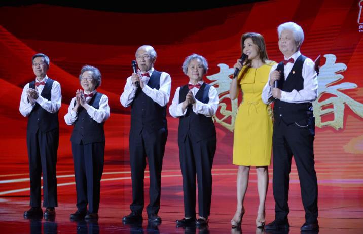 【中国正能量2021】清华大学上海校友会合唱团:为国献青春 歌声仍少年
