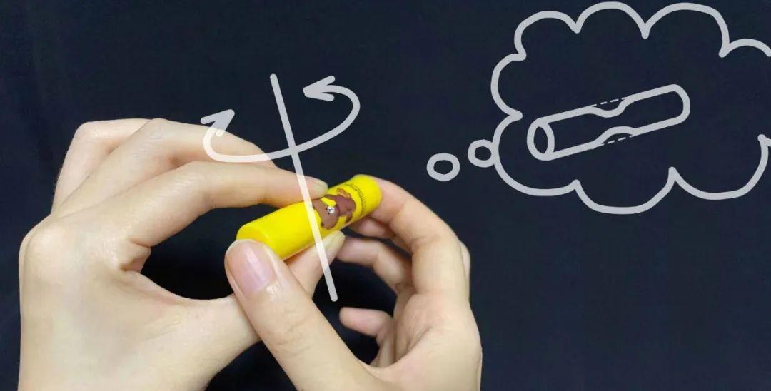 触觉错觉:教你一个把唇膏变细的小魔术