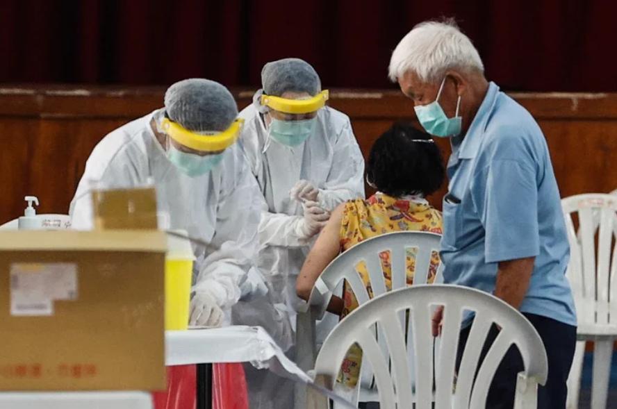 台中人抢新冠疫苗残剂抢到系统崩溃 网友:比抢演唱会还难