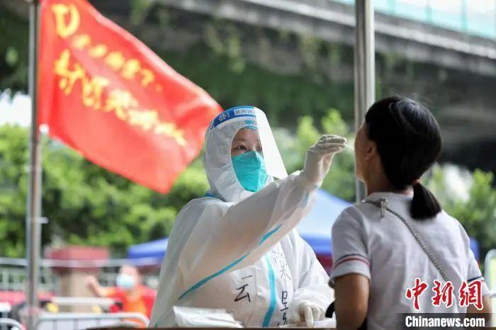 广州市白云区核酸检测现场。白云区当局