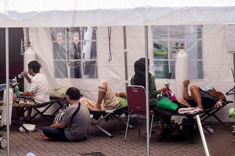 美媒:印尼首都雅加达近一半人口或已感染新冠