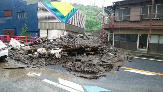 场面吓人!日本突发大规模泥石流