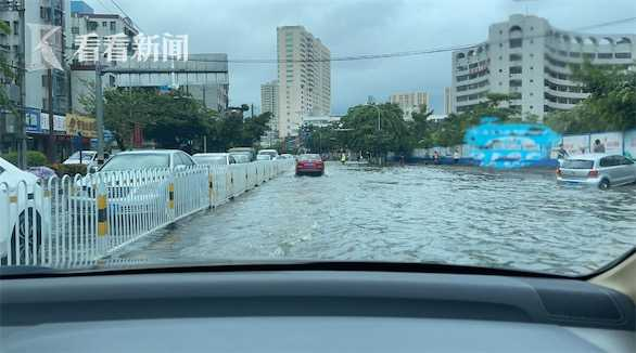 视频 热带低压琼州海峡全线停航 海口暴雨多路段积水