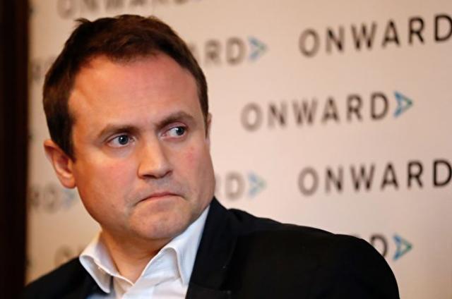 """视频 中企收购英国芯片厂商 约翰逊为何突然""""变脸""""?"""