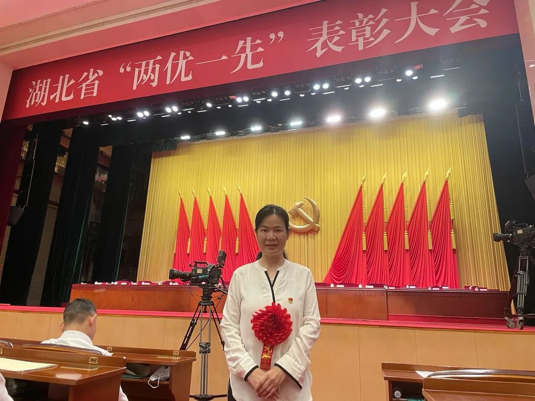 """巾帼骄傲!谢丛姣被授予""""全省优秀共产党员""""称号"""