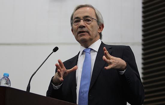 诺贝尔经济学奖获得者克里斯托弗·皮萨里德斯教授。东方IC 资料