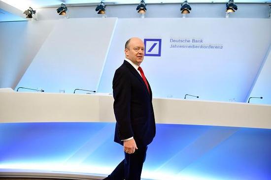 德银CEO:机器人可取代一半员工