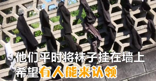 """囧哥:硬核老太雪天组队打牌自带零食:""""牌中有火!"""""""