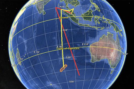 扎哈里沙的演练路线与推测路线对比。红色为扎哈里的练习路线,黄色是此前推测的MH370失联后的飞行路线。橙色方块是搜索客机残骸的区域。