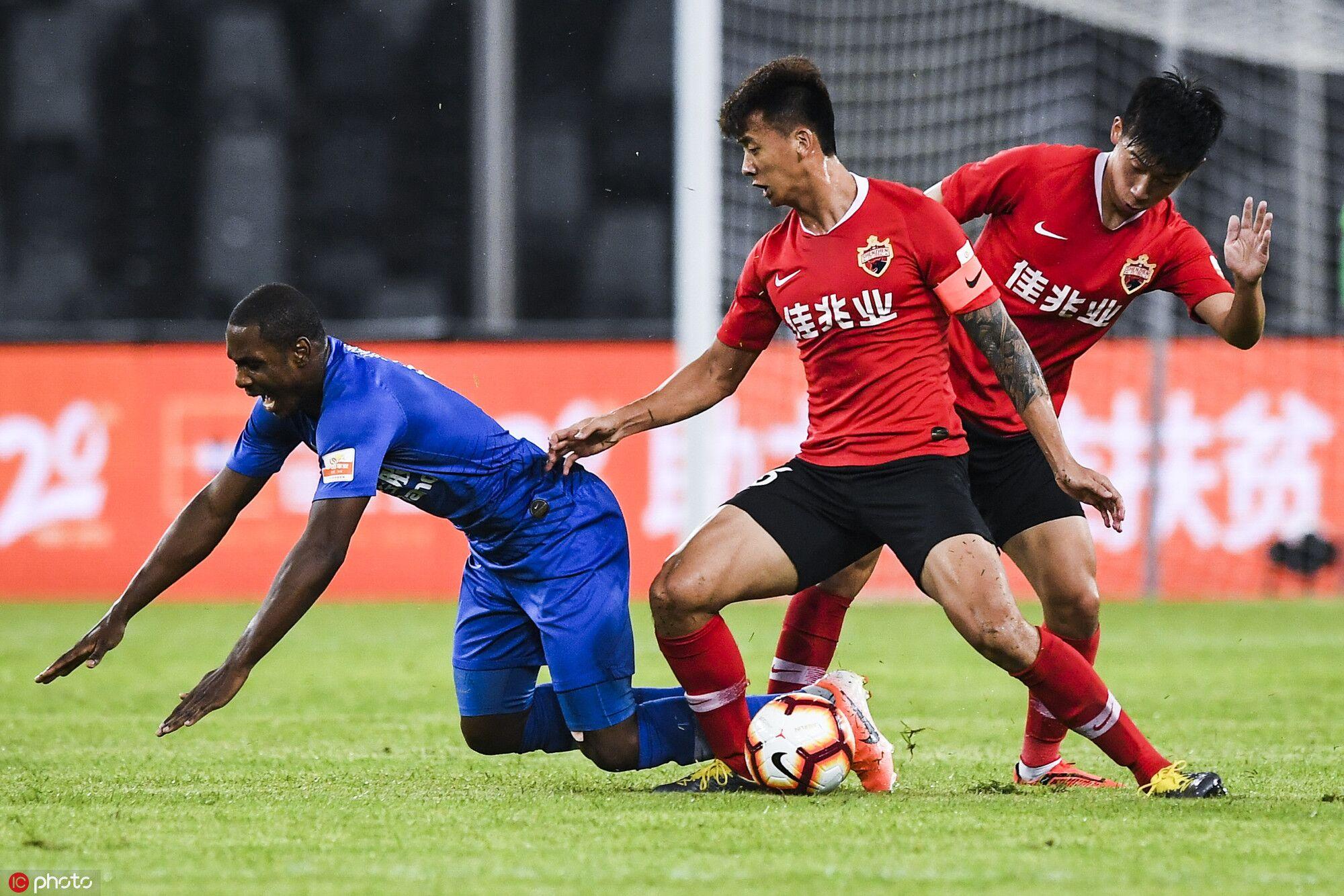 半场:朱辰杰失良机姆本格伤退,深圳0-0申花