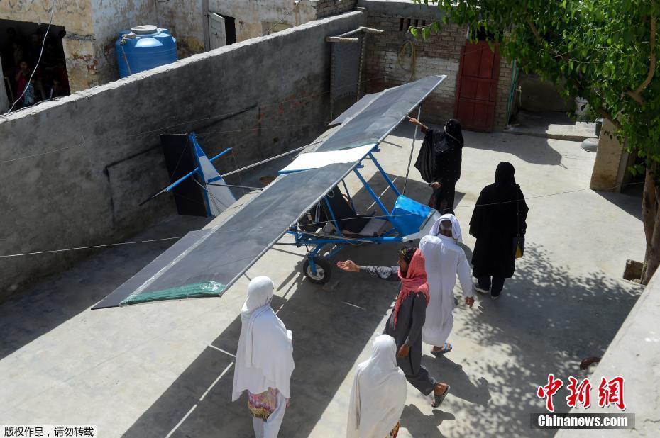 """巴基斯坦农民高手手工造""""飞机"""""""