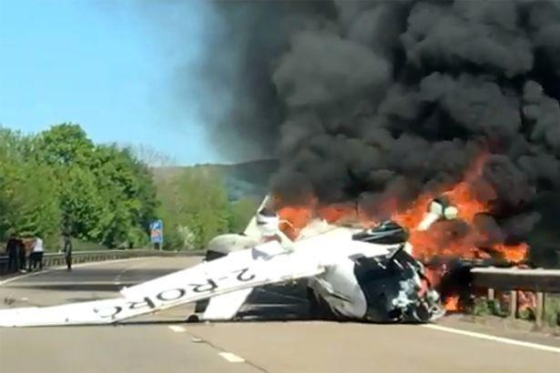 A British plane crashed into the ground and fired a passer-by to rescue three people safely - Sina.com -68f0-hwsffzc8783971