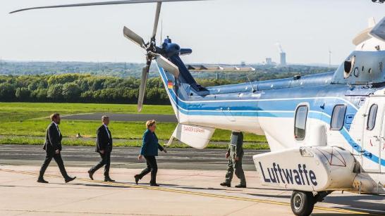 默克尔乘坐军用直升机返回柏林 (图源:《图片报》)