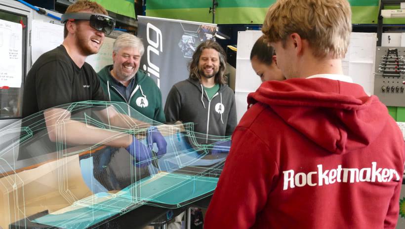 全球首次用AR技术生产汽车 巴斯大学用微软头显为汽车铺设碳纤维层压板