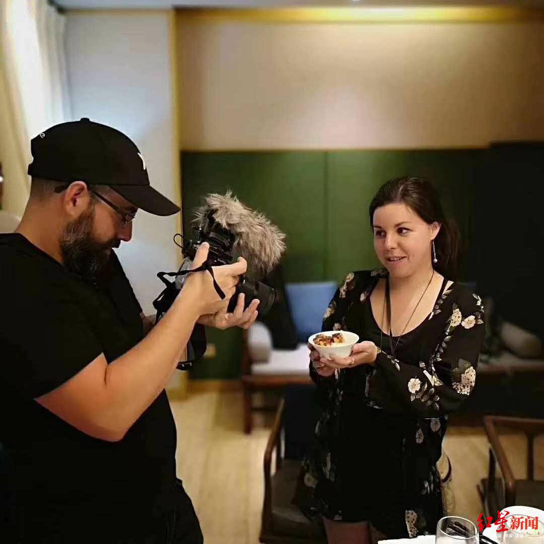 """加拿大博主拍摄中国美食纪录片,首站就""""深陷""""成都"""
