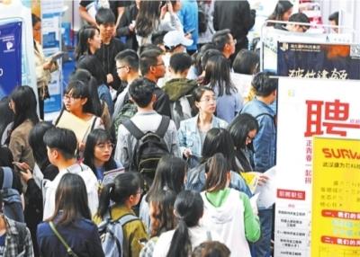 4月27日,武汉2019年春季校园招聘现场(资料图片)别墅民宿最大的烟台最美图片