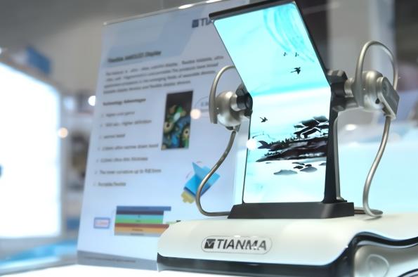 唯一来自大陆厂天马7.4寸折叠手机面板亮相 202