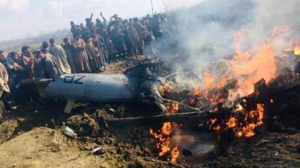 资料图:印度米-17直升机坠毁现场图。