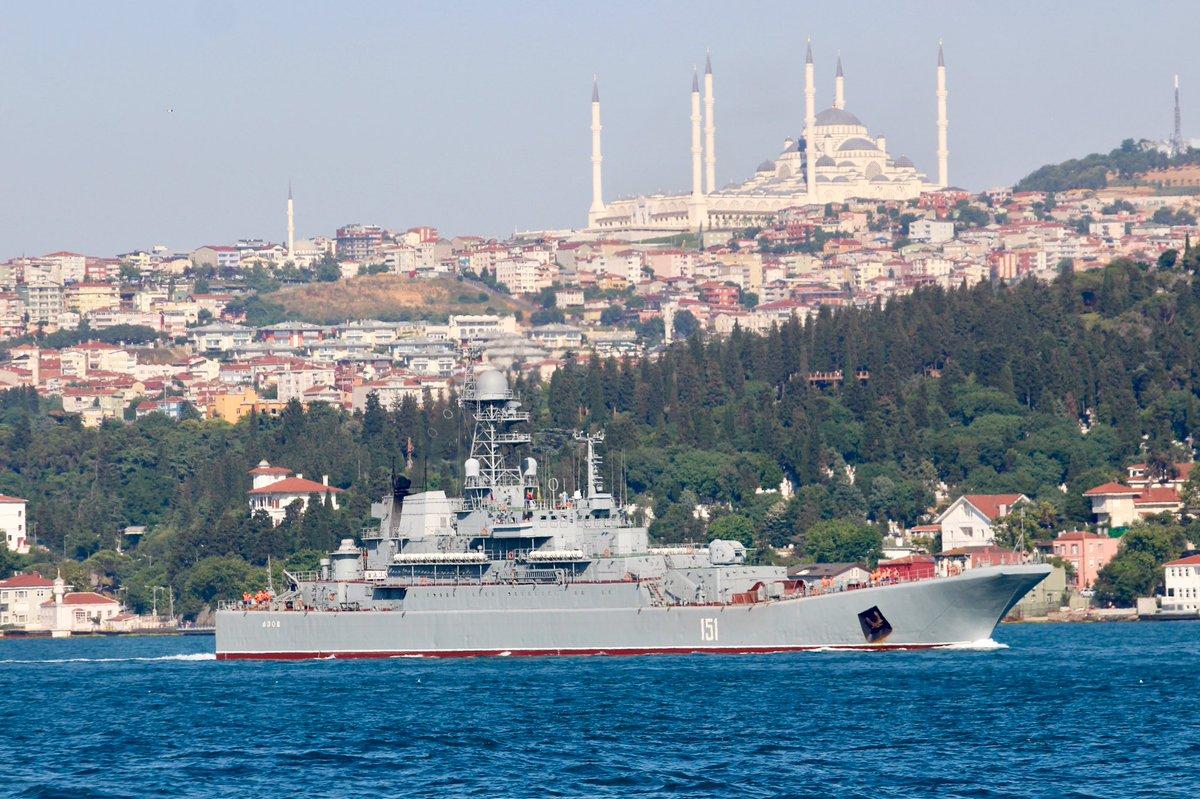土海岸警卫队:两艘俄坦?#35828;?#38470;舰满载前往叙利亚