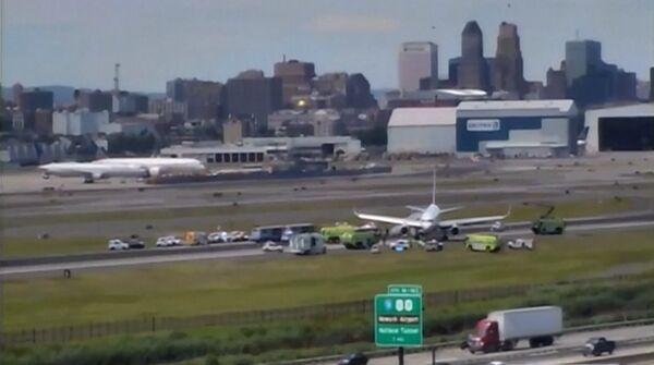美联航波音757客机降落时多处爆胎 载有166名乘客