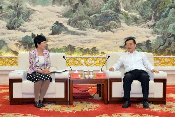 张庆伟会见新疆生产建设兵团十师北屯市党委副书记、市长、师长陈芳