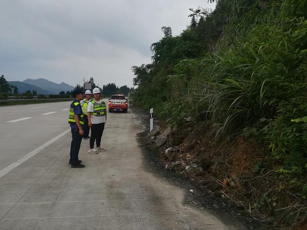 [广西]柳州高速公路管理处:融安大队联合分公司开展防汛排查工作(图)