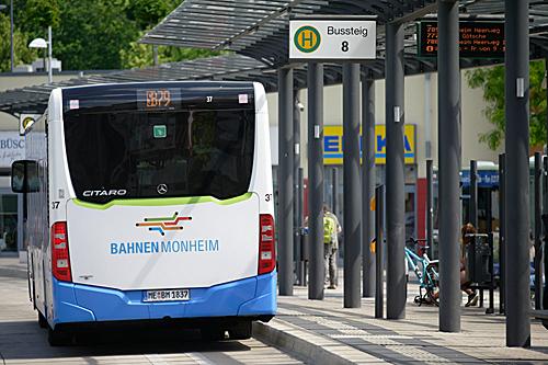 """为鼓励市民""""弃车""""出行 德国小城推出免费公交"""