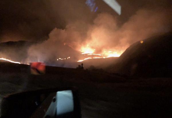美国加州突发大火 受灾面积达9平