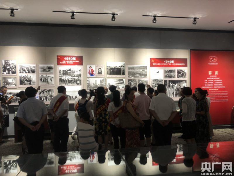 新中国70周年画展民间展今启幕建川博物馆五记忆海报设计手绘图片