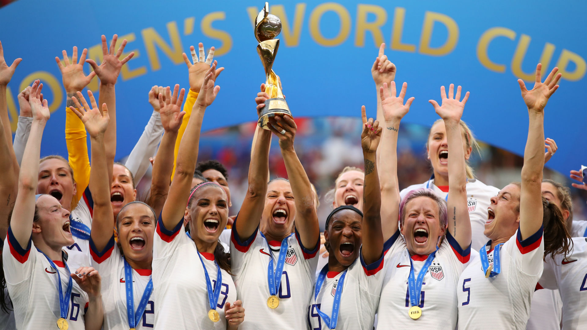 美国女足荣归纽约 受到英雄般欢迎