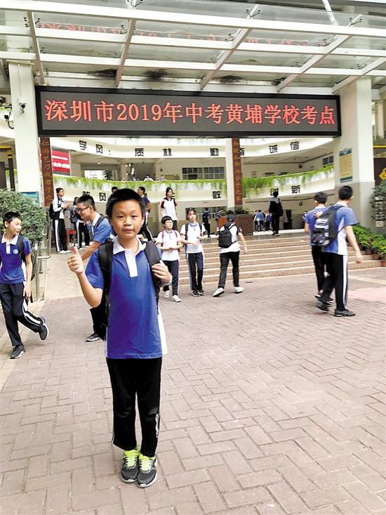 10岁的李之城今年参加了中考