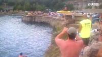 《爆笑60秒》皮划艇跳水当场炸鱼 障碍赛翻车笑傻一旁观众