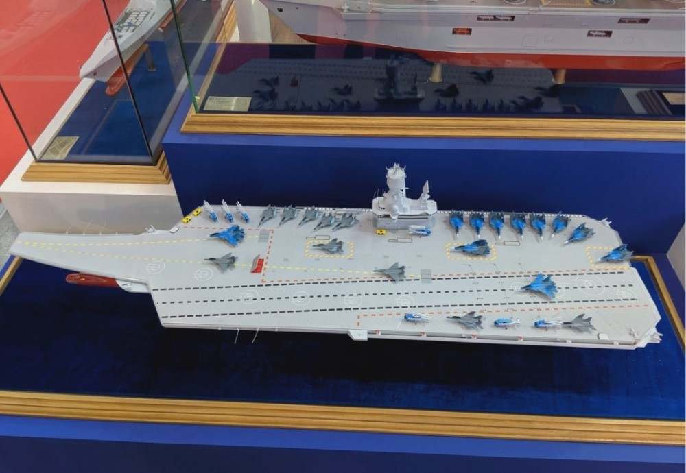 俄羅斯克雷洛夫國家科學中心公開的未來中型航母模型