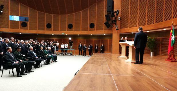 傅自应出席特区立法会主席宣誓就职仪式