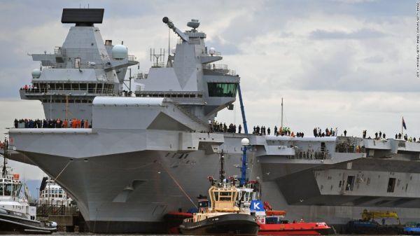 """資料圖片:英國海軍""""伊麗莎白女王""""號航母返回港口。(圖片來源於網絡)"""