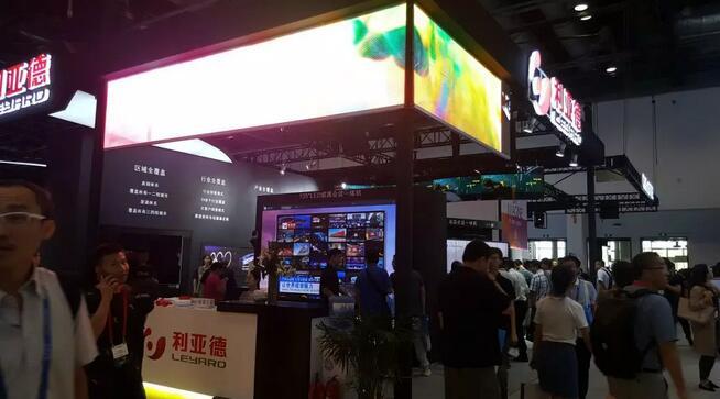利亚德推出世界首个0.6毫米点间距LED自发光屏幕