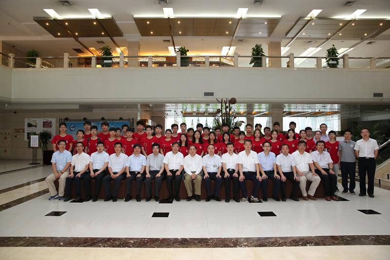 上海交通大学校领导一行赴中航工业一飞院访问交流并寄语我校暑期实习研究生