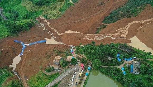 贵州六盘水山体滑坡已救出17人,11人生还6人遇难