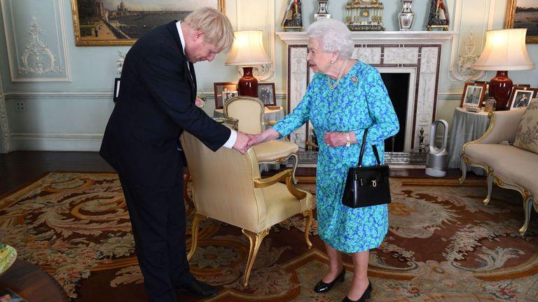 鲍里斯-约翰逊与女王会面 正式接任英国首相