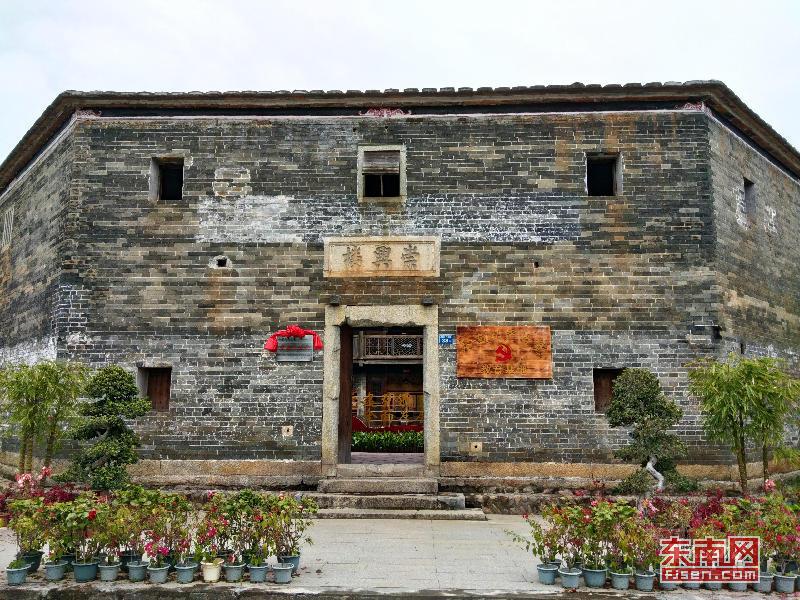 始建于清朝年间的八卦楼已成为红色旅游景点。龙山镇 供图