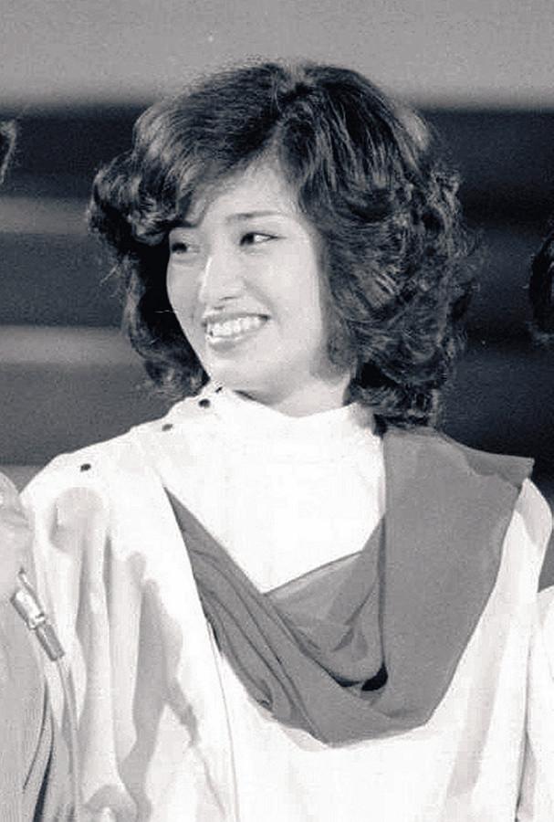 """1980年,退出娱乐圈前的山口百惠(日本""""运动报知""""网站)"""