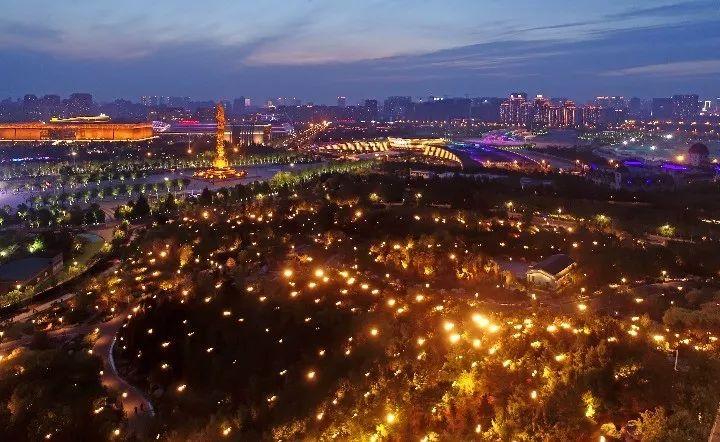 河北省唐山市南湖景区夜色(2019年5月29日无人机拍摄)。新华社记者 牟宇 摄