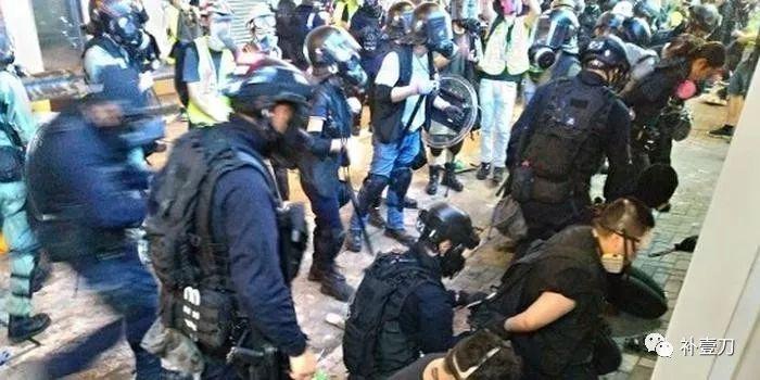 承受暴力动荡正面冲击以及各方压力 香港警察不怂|暴力|示威