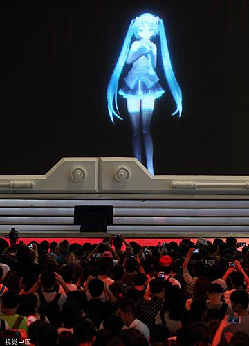 日本虛擬偶像初音未來現身上海,開口說中文問候粉絲。(視覺中國)