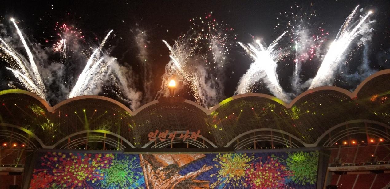 听朝鲜团体操主创讲幕后故事|红旗飘飘|环球时报|战无不胜的社会主义