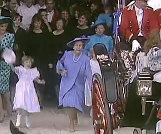 英女王33年前罕见画面:追着威廉跑 一把抓住小手|伊丽莎白二世