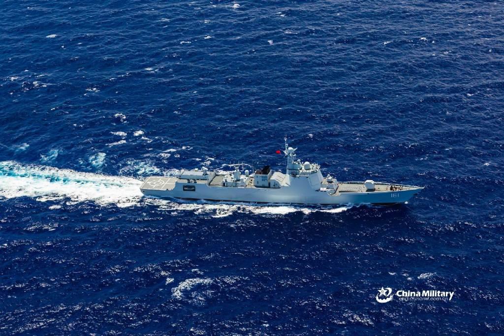 南部战区海军某驱逐舰支队组织舰艇编队在南海某海域连续开展编队防空抗导 图源:军网英文